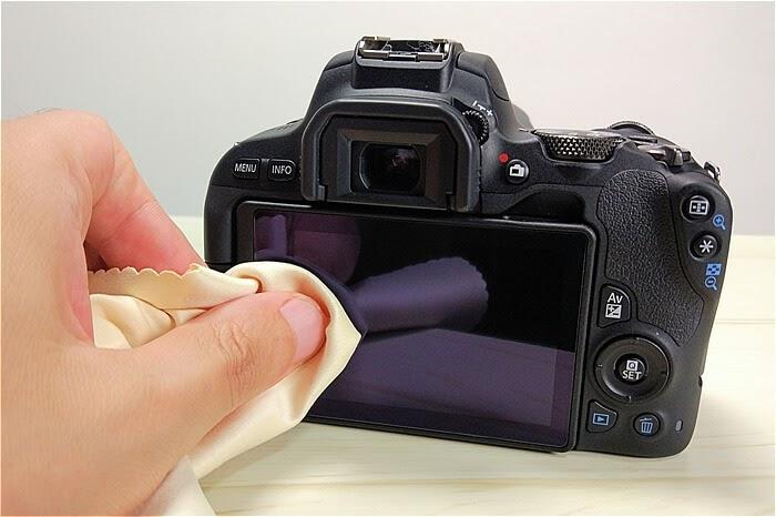 EOS Kiss X9に液晶保護フィルムを貼った