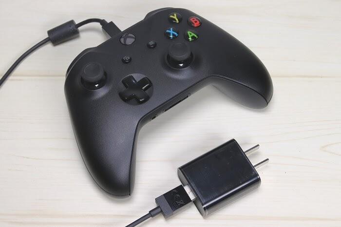 Bluetooth対応、XBOX one コントローラー、プレイ&チャージキットの充電方法
