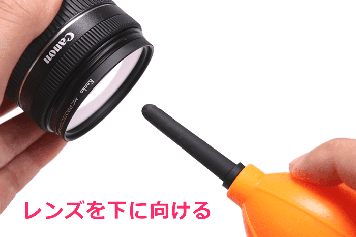HAKUBA レンズペンの使い方、レンズをブロアーで吹く