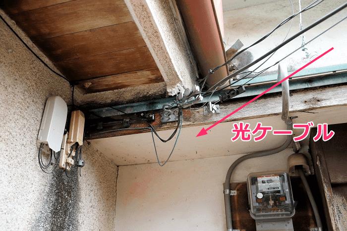 NURO光の屋外工事、光キャビネットへ光ケーブルを取り付ける