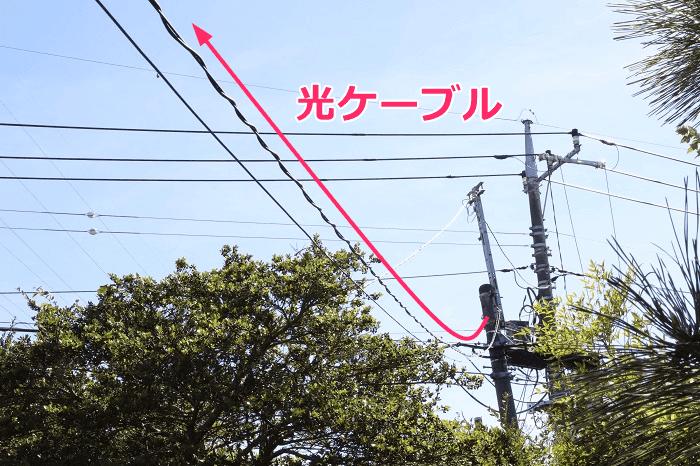 NURO光の屋外工事、電柱から光ケーブルを引いてくる