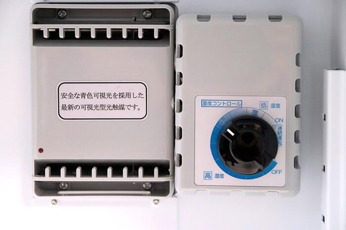 東洋リビングの防湿庫 オートクリーンドライ ED-25CAMの除湿ユニットは乾燥剤方式