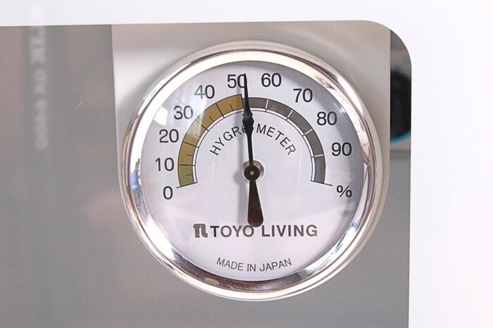 東洋リビングの防湿庫 オートクリーンドライ ED-25CAMの湿度計はアナログ