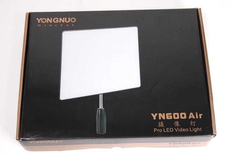 Yongnuo YN600 Air LEDビデオライトの元箱