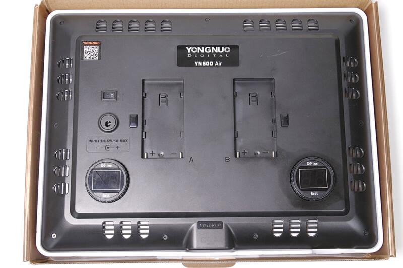 Yongnuo YN600 Air LEDビデオライト、裏側の操作面