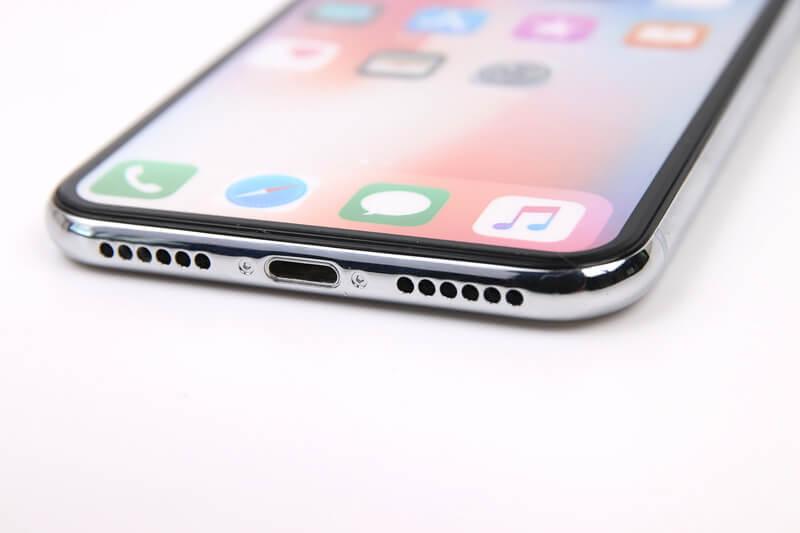 iPhone X、モックアップのスピーカーと充電端子