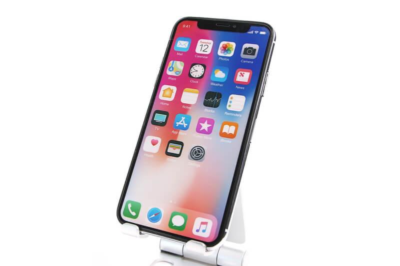 iPhone Xのモックアップ、シルバー、メニュー画面