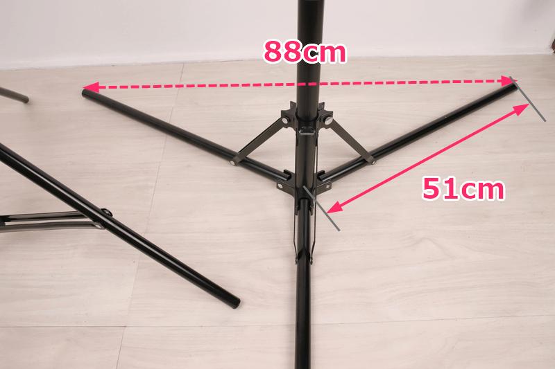 UTEBITのライトスタンドは脚を水平にできる