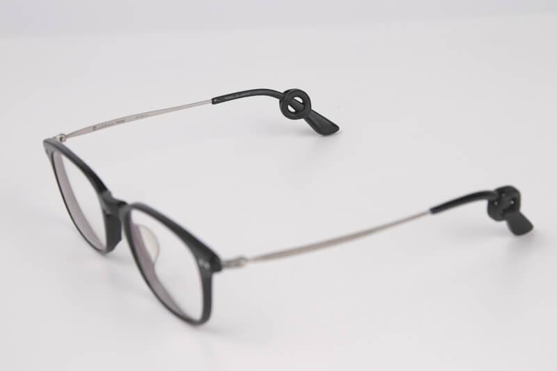ピタリングを装着したメガネ