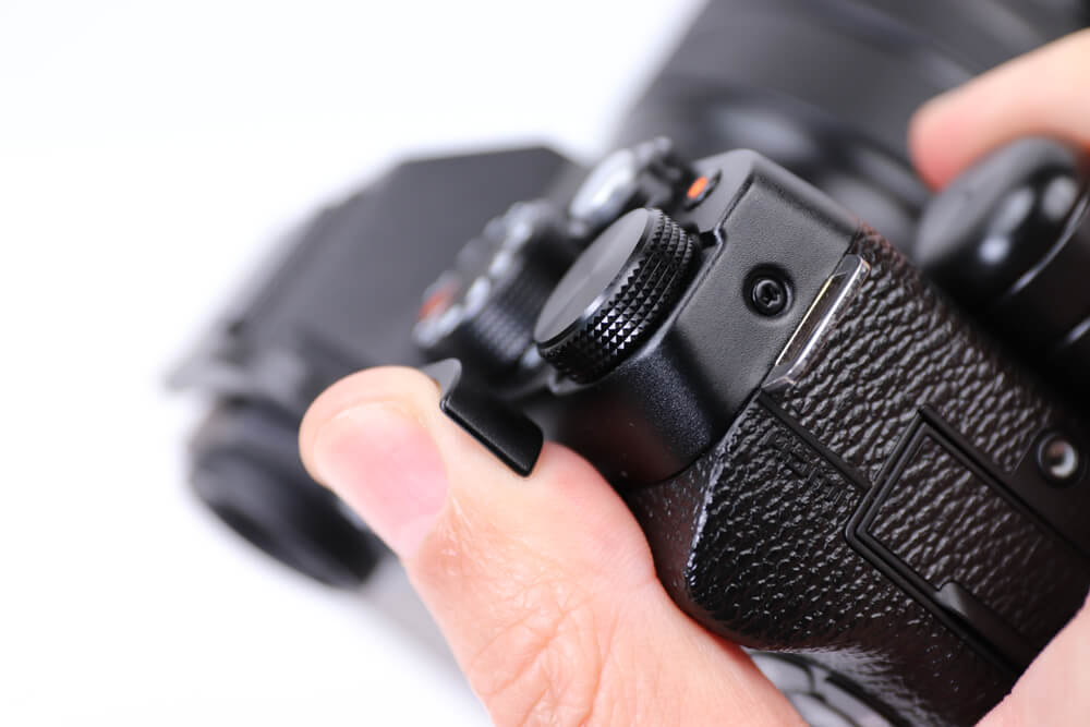 X-T100 サムグリップが親指にひっかかる