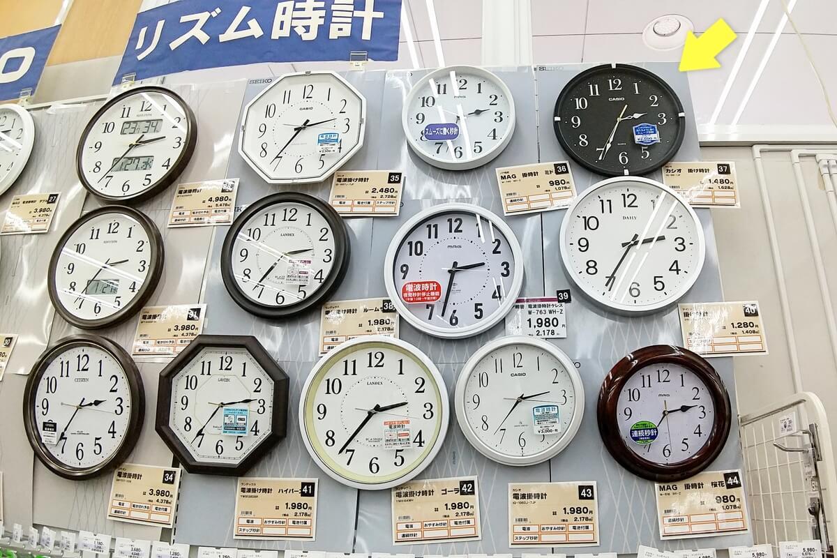 カシオの掛け時計 IQ-88は文字盤が黒い