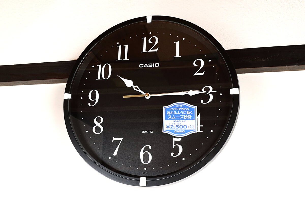 カシオの掛け時計 IQ-88を壁にかける