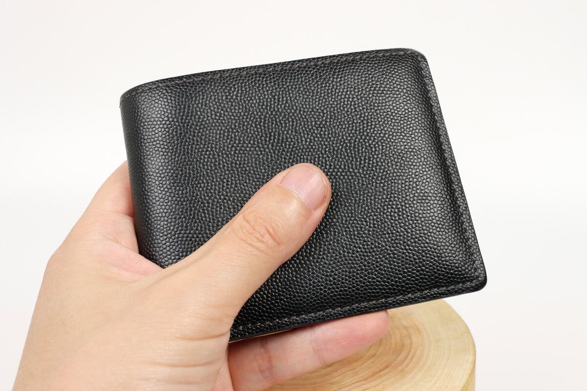 キプリス ペルラネラ 二つ折り財布はコンパクト