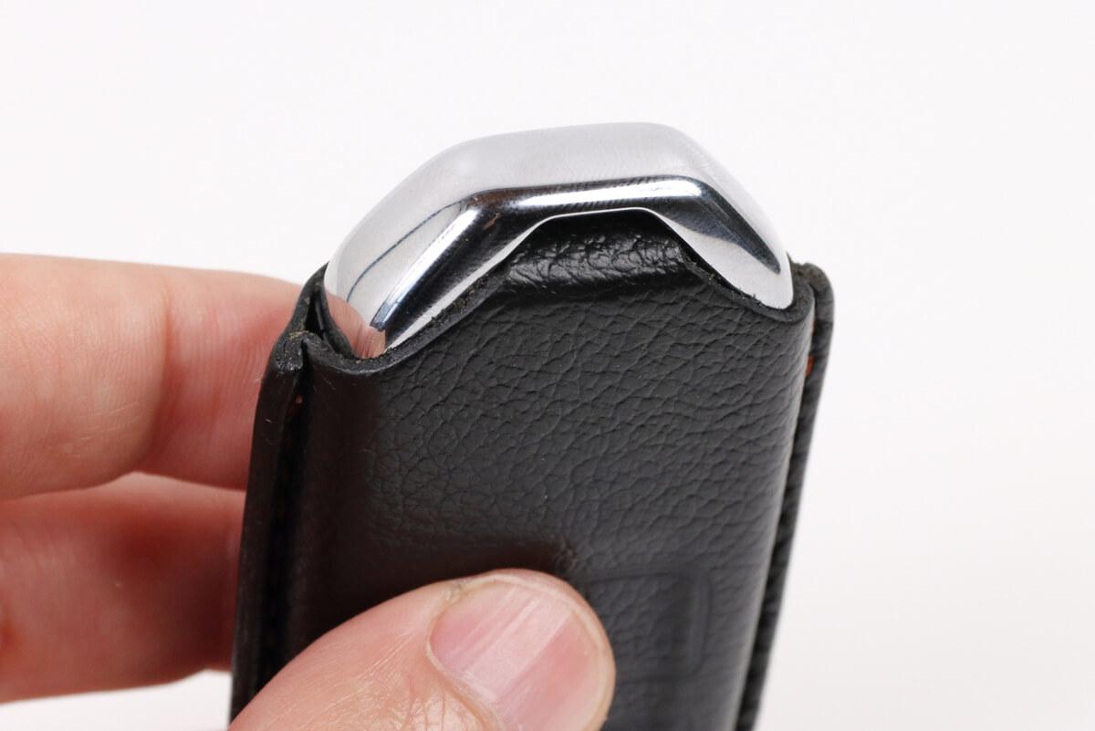 ホンダ 純正スマートキーカバー 本革製、ストラップを通せる穴