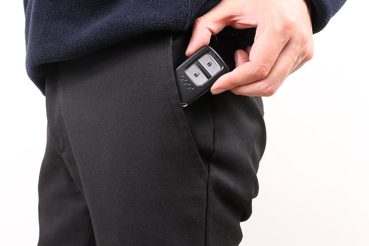 ホンダ のスマートキーをポケットに入れる