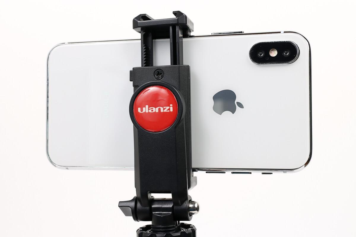 ULANZI ST-06 スマートフォン三脚マウントにiphoneをセット