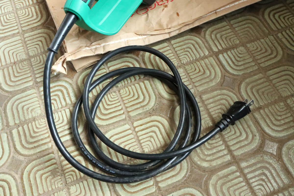 マキタ 電気チェーンソー M503の電源コードは2メートル