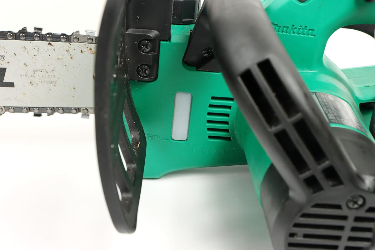 マキタ 電気チェーンソー M503のオイル残表モニター