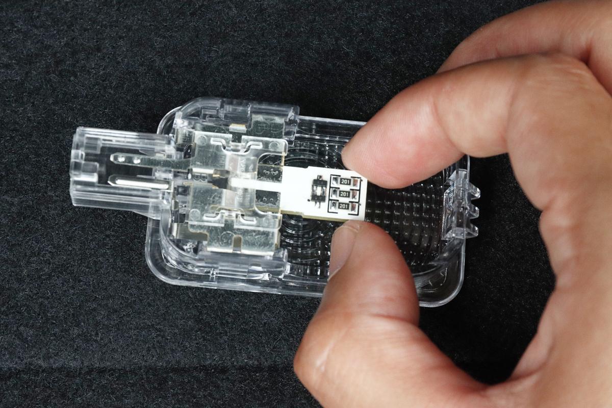 ホンダ フィット4 ラゲッジランプにユアーズのLEDランプを取り付ける