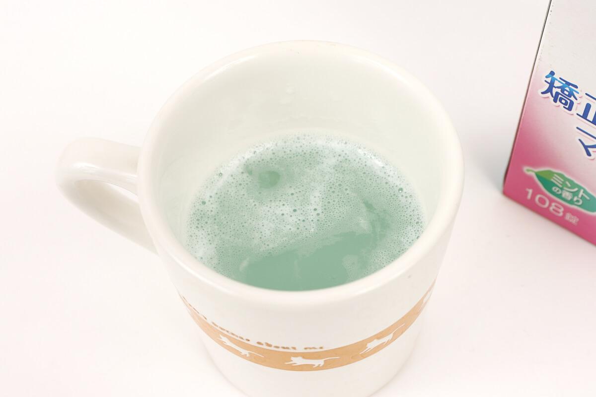 ナイトガードをマグカップに入れて洗浄する